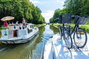 Produktbild von Hausbooturlaub: 7 Nächte für 2-5 Personen führerscheinfrei als eigener Kapitän (19 Abfahrtshäfen in Europa zur Wahl)