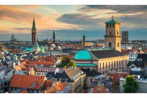 Produktbild von Kopenhagen & Malmö: Fährüberfahrt für Zwei mit PKW-Mitnahme, Zugfahrt & 3 Nächte mit Frühstück im 4* Scandic Triangeln