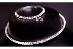Bild von 1x oder 2x Schmuck-Set inkl. Halskette, Armband und Ohrstecker verziert mit Kristallen von Swarovski®
